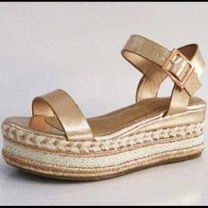 NWT ROSE GOLD platform sandals